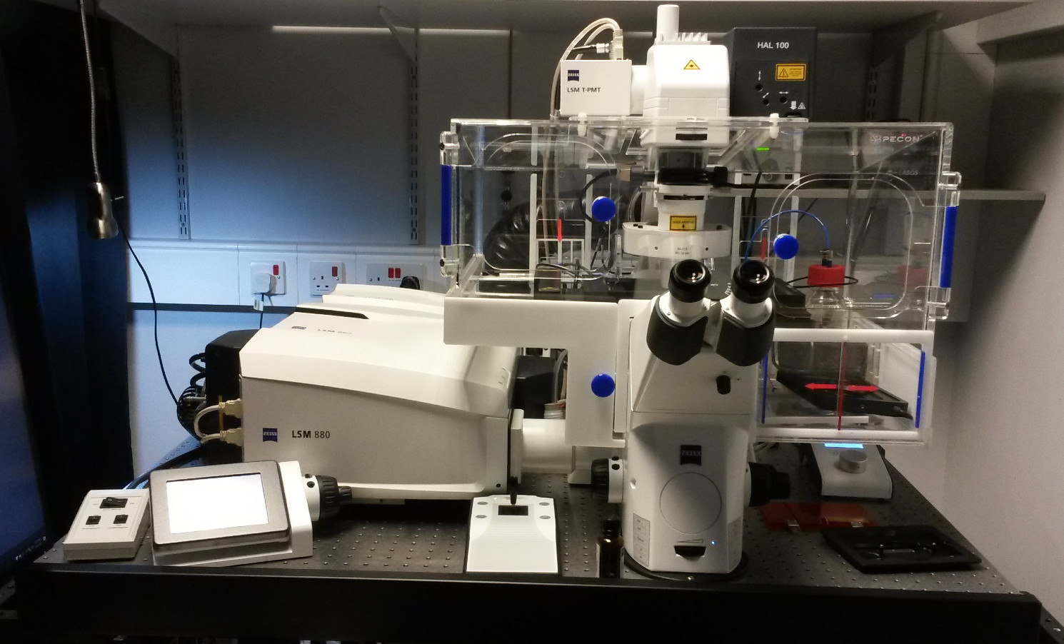 Picture of the Zeiss LSM 880 Confocal Microscope with Airyscan Fast installed at Barts Cancer Institute